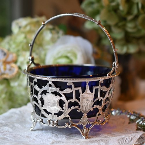 コバルトグラス&シルバー アーン柄のピアシングが美しいハンドル付きボンボンディッシュ(送料込)