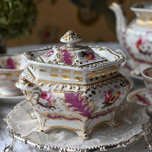 1830年代 リッジウェイ・マルーン色と手描きの花柄が豪華なティータイムアクセサリー・ シュクリエ、プレート2種類、ミルクジャグ 、スロップボール 各単品(送料込)