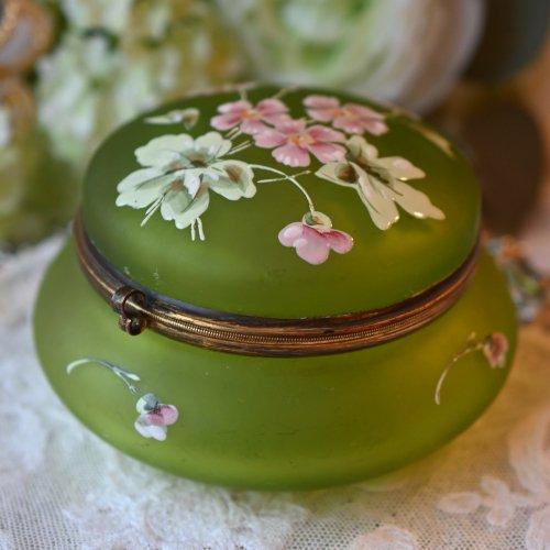 1860年代・フランス エナメル彩のお花柄が可憐なグラス製ドレッサーポット(送料込)