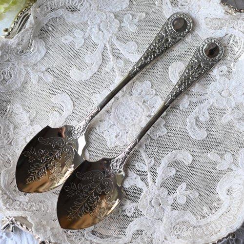 ヴィクトリア時代後期・メダル装飾のハンドルがきれいなシルバープレート製ジャムスプーン 2本組(送料込)