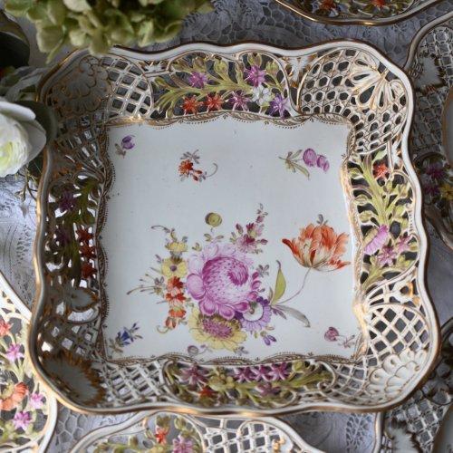 コルンマイセン・透かし細工と手描きのお花模様が美しいスクエア型ディッシュ(送料込)