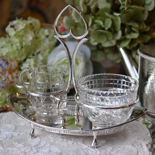 エドワード時代 カット柄が可愛いクリアグラスのクリーマー&とシュガーボウルスタンド (送料込)