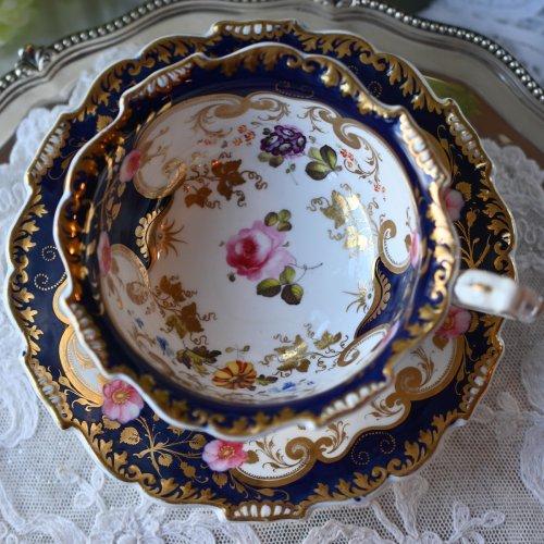 ヴィクトリア時代初期・H&Rダニエルの稀少なシュルズベリーシェイプ コバルト&ゴールドのカップ&ソーサー デュオ (送料込)