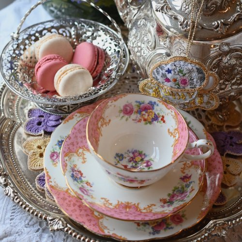 パラゴン ロッキンガム 淡いピンクとロココスタイルが華やかなティーカップ トリオ(送料込)