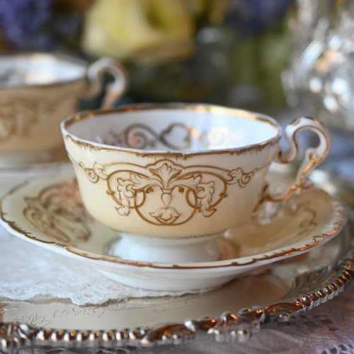 ヴィクトリア時代初期 コープランドギャレット フェルスパー磁器 クリーム色と金彩がエレガントなデュオ 2客ございます(送料込)