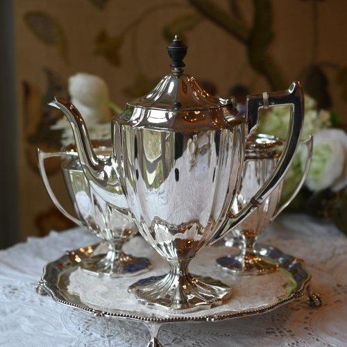 1910年・艶のある銀色が美しいチッペンデールスタイル ティーサービス3点セット(送料込)
