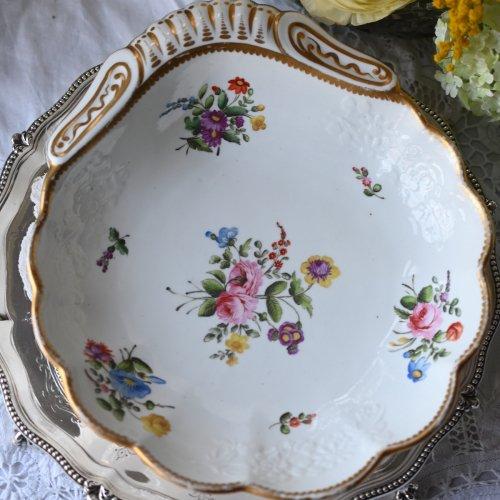 1810年・スポード・小花柄のエンボスと手描きのお花の貝殻シェイプのデザートディッシュ(送料込)
