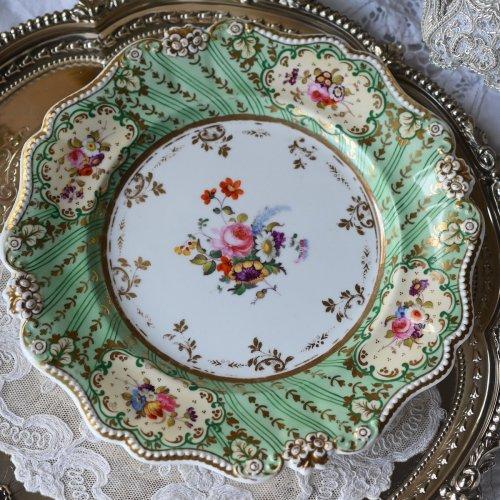 1830年代 リッジウェイ ビーズと小花のモールディングリムが豪華なデザートプレート(送料込)