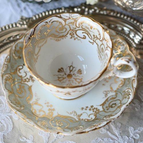 1830年代 コールポート・アデレードシェイプ・金彩の野バラ柄が優雅なコーヒーカップ&ソーサーデュオ (送料込)