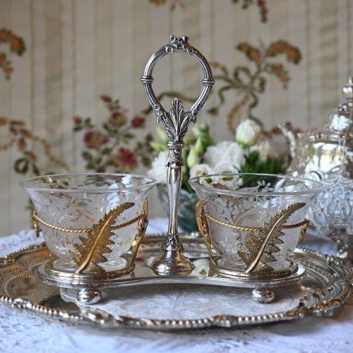 1870年代 フロストグラスとゴールドのフレームが豪華なダブルディッシュスタンド(送料込)
