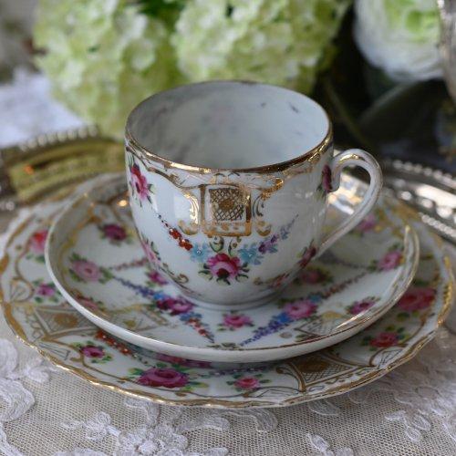 お里帰り品 薔薇模様と金彩が美しい日本製コーヒーカップトリオ(送料込)