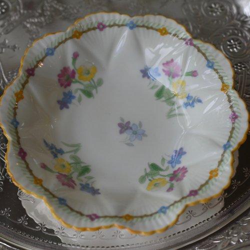 シェリー・ディンティシェイプ クリーム色とカラフルなお花模様が可愛らしいピンディッシュ(送料込)