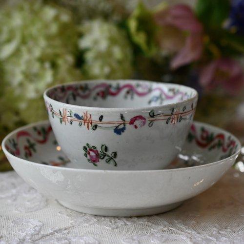 1780年代・ニューホール・ピンクのリボンと素朴な小花柄が可愛いティーボール&ソーサー(送料込)