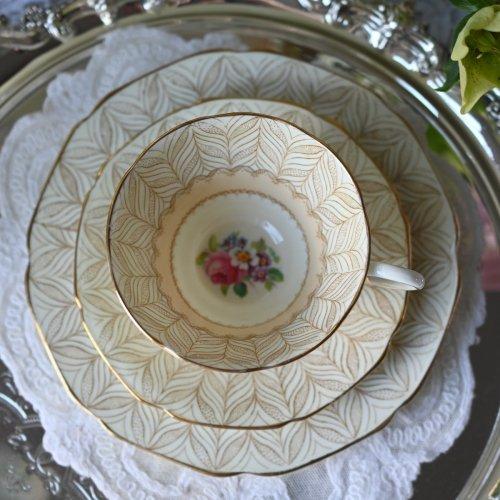 """パラゴン """"グラームス"""" リーフパターンとカラフルなブーケのお花が綺麗なトリオ 2客ございます(送料込)"""