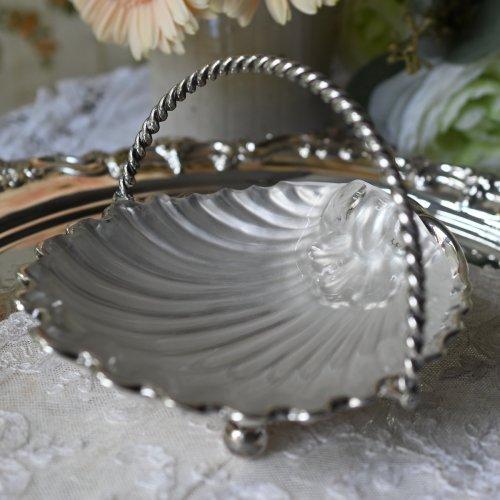 貝殻型のフロストグラスつきシルバープレート製バターディッシュ (送料込)