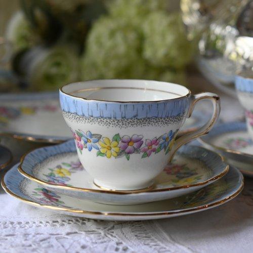 Eブレイン・フォリー 爽やかなブルーのリムとお花柄のティーカップトリオ(送料込)