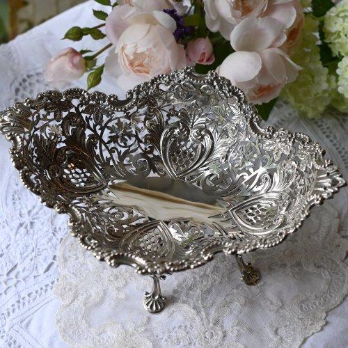 1903年・スターリングシルバー・透かし細工が宝石のように美しい4つ足のスタンド付きフルーツボウル(送料込)