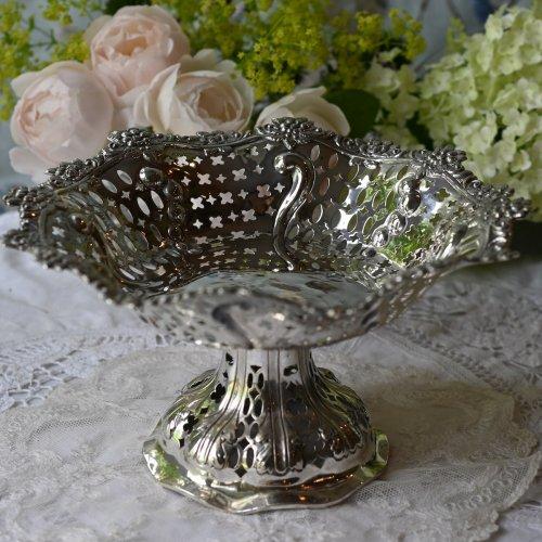 1887年 スターリングシルバー製・デイジーとバラのお花の縁取りが可愛らしいピアシング細工がゴージャスなコンポート(送料込)