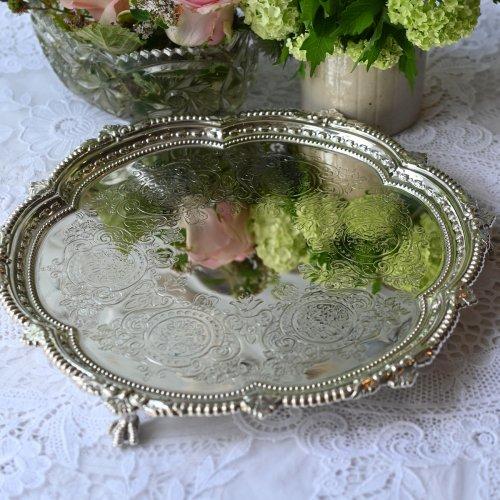 1923年・スターリングシルバー・メダリオンのバラの模様とビーデッドの縁取りが美しいサルヴァ(21cm)(送料込)