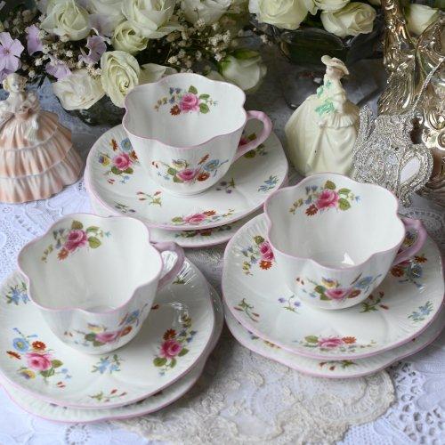 シェリー・デインティシェイプ・パステルピンクとバラの花束模様のティーカップトリオ 単品(送料込)