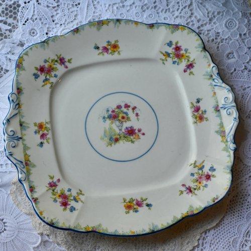 パラゴン・ブルーのリムとカラフルなお花模様が描かれた サンドイッチプレート単品 (送料込)