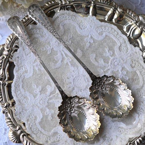 1893年・スターリングシルバー・ブライトカット・お花模様のベリースプーンペア(送料込)