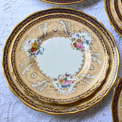 1910年代 コウルドン・アプリコット色と金彩とコバルトブルーのリムが美しいディナープレート(中)単品12枚ございます。(送料込)