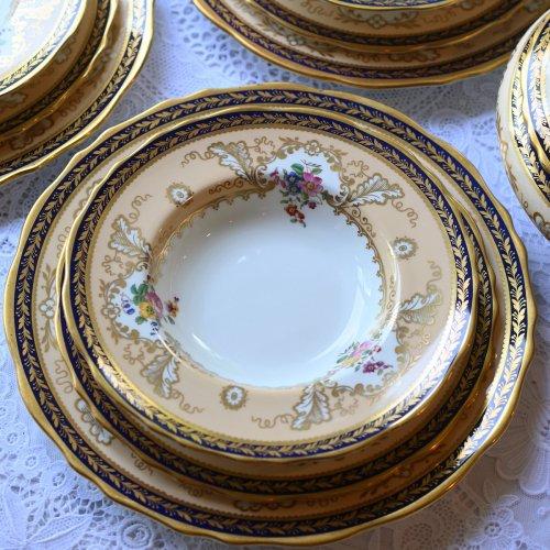 1910年代 コウルドン・アプリコット色と金彩とコバルトブルーのリムが美しいスープボウル(中)単品12点ございます。(送料込)