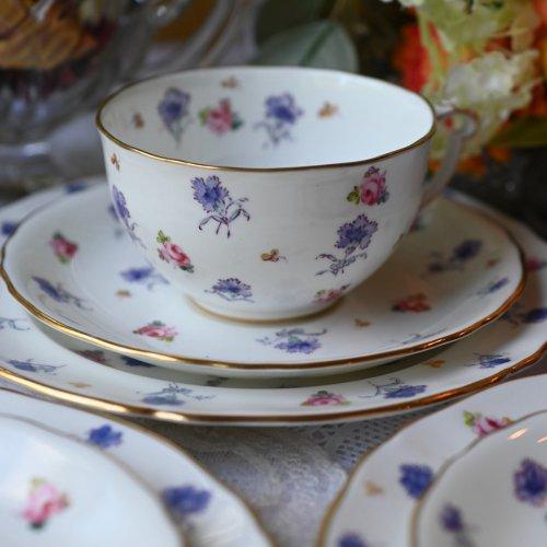 1923年ー1953年・ロイヤルクラウンダービー・小さなピンク色のバラと紫のカーネーション模様のティートリオ 単品5客ございます。 (送料込)