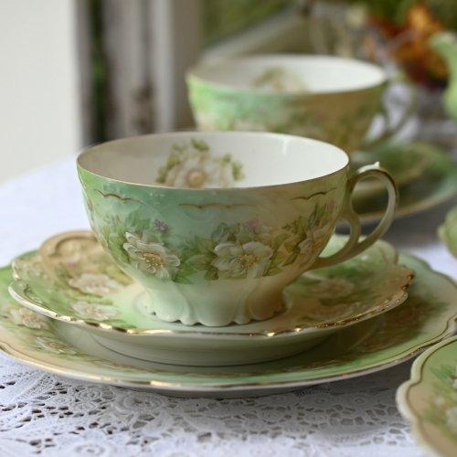 オーストリア製 金彩と淡いグリーンと白い手描きのお花模様がエレガントなティートリオ 単品 訳あり(送料込)
