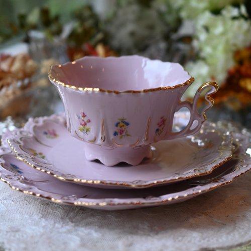 チェコ製・淡いピンクと金彩の天使の羽のようなハンドルの可愛らしいティーカップトリオ パターン1(送料込)