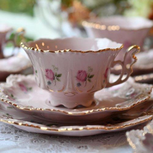 チェコ製・淡いピンクと金彩の天使の羽のようなハンドルの可愛らしいティーカップトリオ 単品5客ございます。 パターン2(送料込)