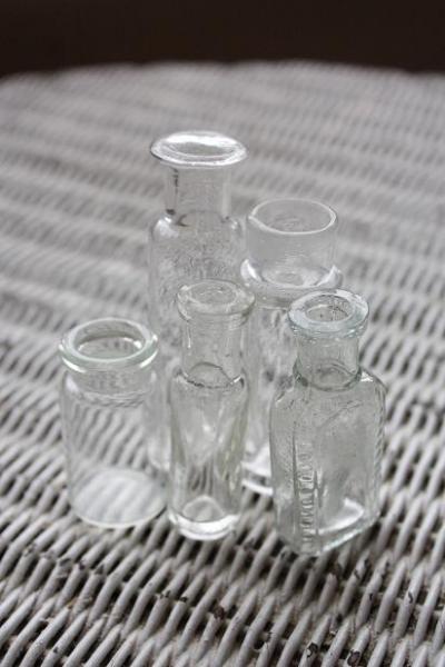 透明のガラスの小瓶5本セット(2)(送料込)