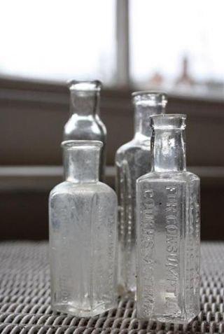 透明のガラスの小瓶4本セット(16)(送料込)