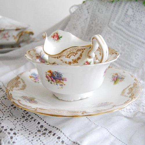 ロイヤルドルトンの愛らしい絵柄のミルクジャグと砂糖入れとケーキ皿の3点セット(送料込)