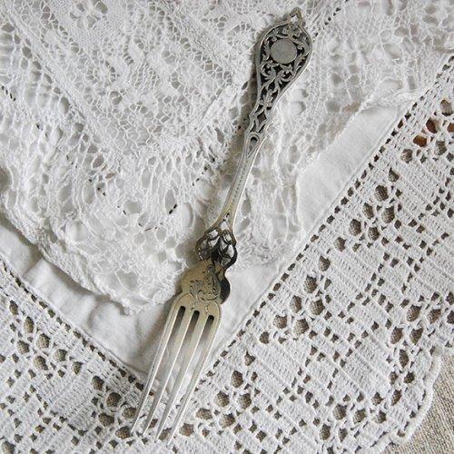 シルバープレート・透かし細工が美しい細身のフォーク(送料込)