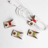 レザーコードホルダー ホワイトリボン(レッド・グリーン) /ケーブルホルダー ケーブルクリップ -glitt Handmade-
