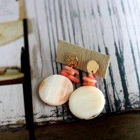 まんまるシェルと珊瑚のピアス -glitt Handmade-