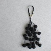 ポンポンチャーム / ブラック バッグアクセサリー バッグチャーム -glitt Handmade-