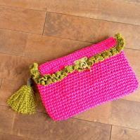 ビビッドピンクとタッセルのかぎ針編みクラッチ -glitt Handmade-