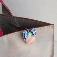ぷっくりリボンのキーホルダー -glitt Handmade-