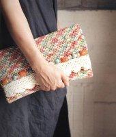 【見本品の為サービス価格!】かすり染めのビジュークラッチバッグ -glitt Handmade-