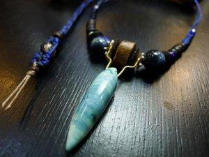 夜光貝と流木のネックレス