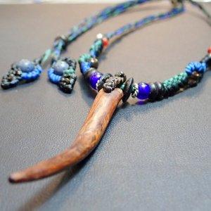 とんがった流木と青珊瑚ネックレス
