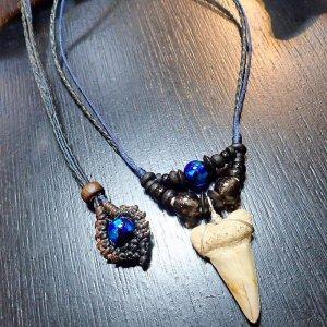 サメの歯の化石&ホタルガラスネックレス