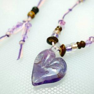 サンゴ入りハートのガラスネックレス(紫)