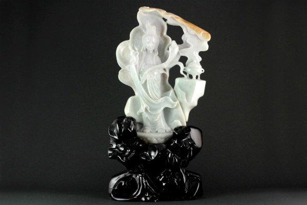 ミャンマー産 翡翠 彫刻 857g