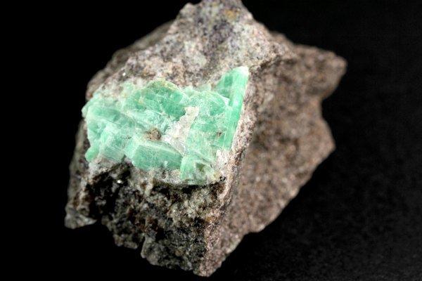 エメラルド 結晶 原石 162g