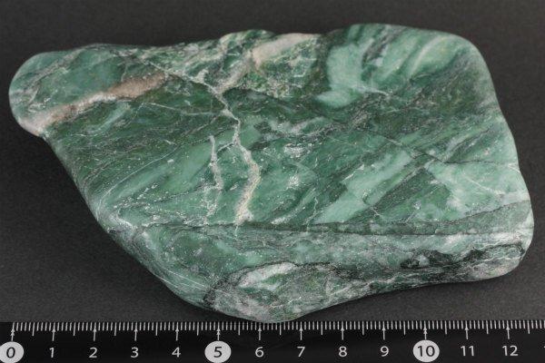ナミビア産翡翠 (ナミビアンジェイド) 原石 磨き 342g