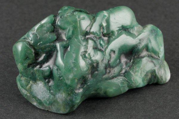 ナミビア産翡翠 (ナミビアンジェイド) 原石 磨き 82g